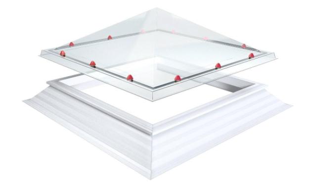 Skylux, pyramidin muotoinen polykarbonaattinen kattoikkuna